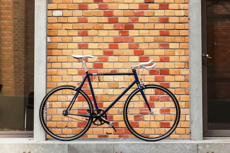 mika_amaro_lifestyle_inky_blue_bricks