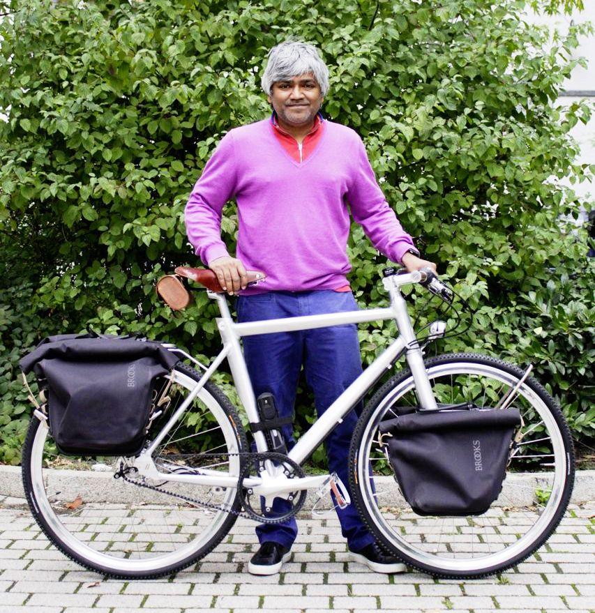 Schindelhauer_Doctor with bike