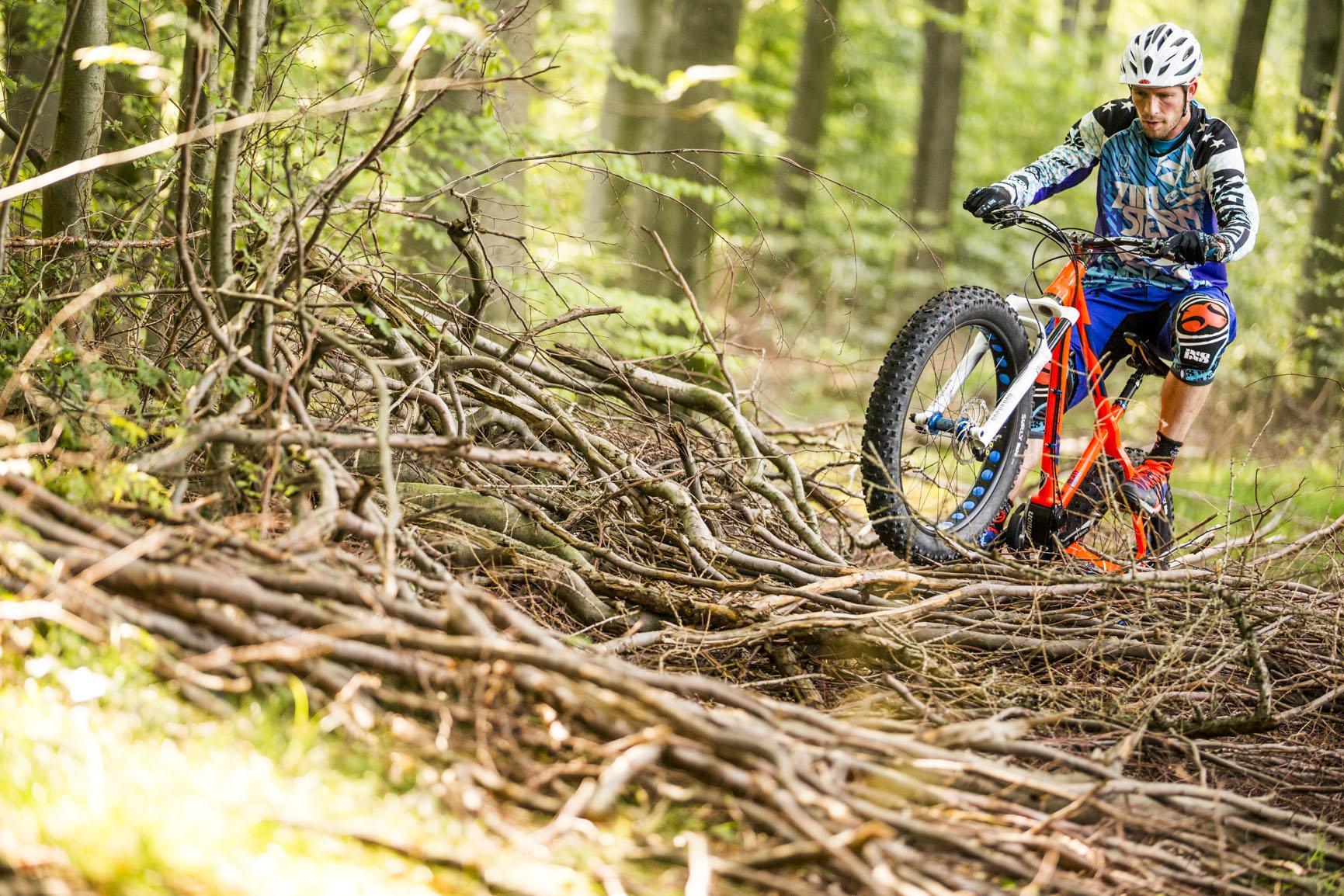 Nicolai FatBike_Schneidi_over sticks