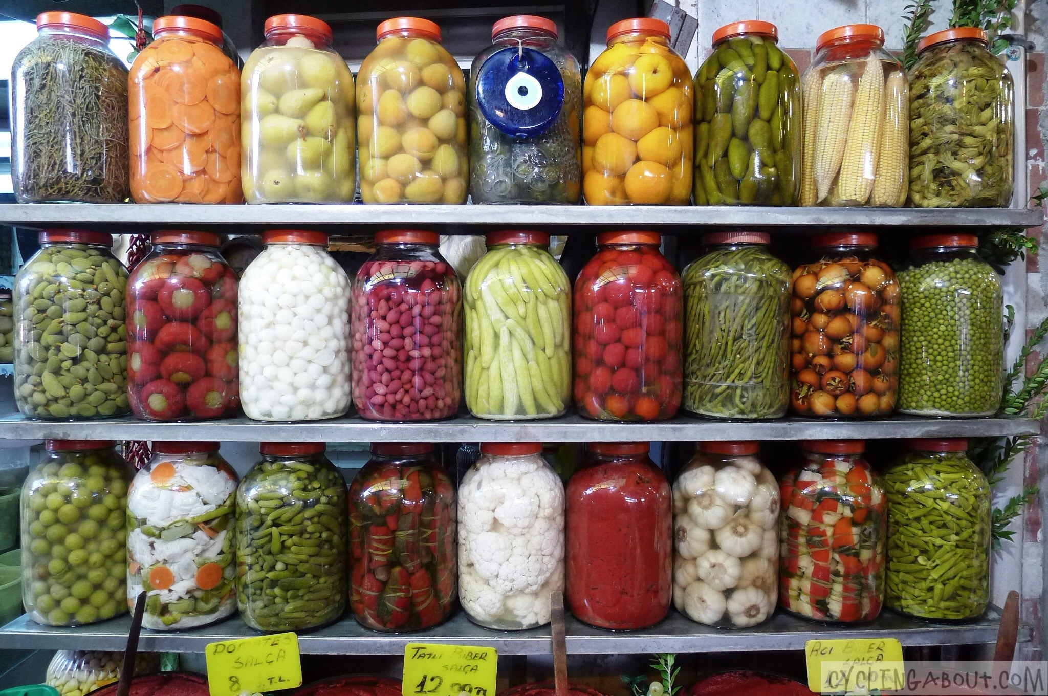 Alleykat_pickled produce in Turkey