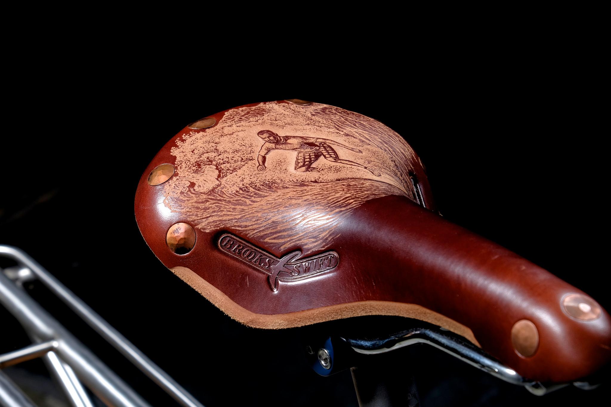 Groovy surf saddle