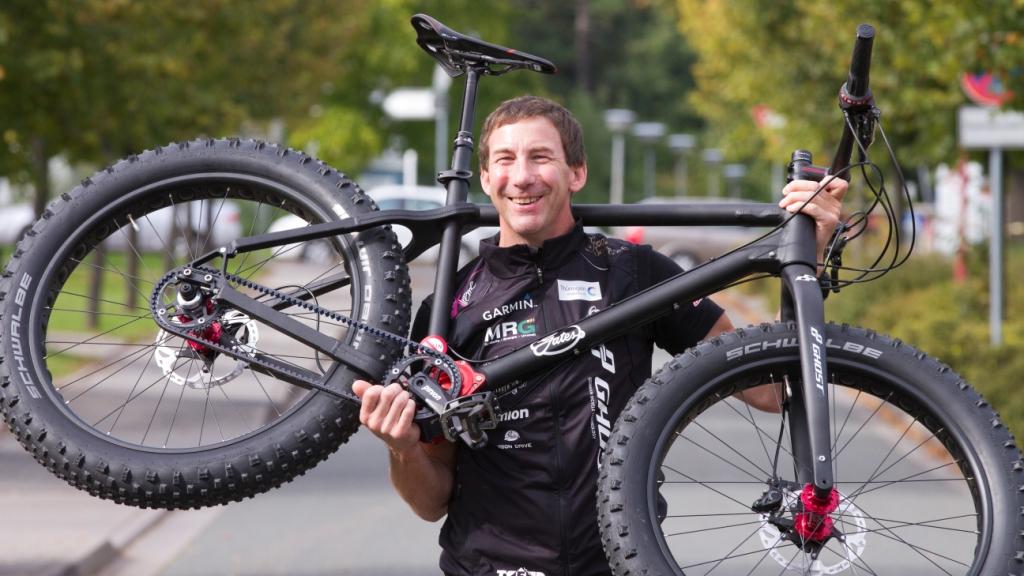 Guido shouldering bike