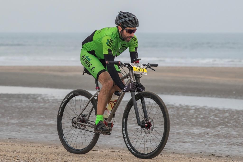 Pilot-rider on beach racing