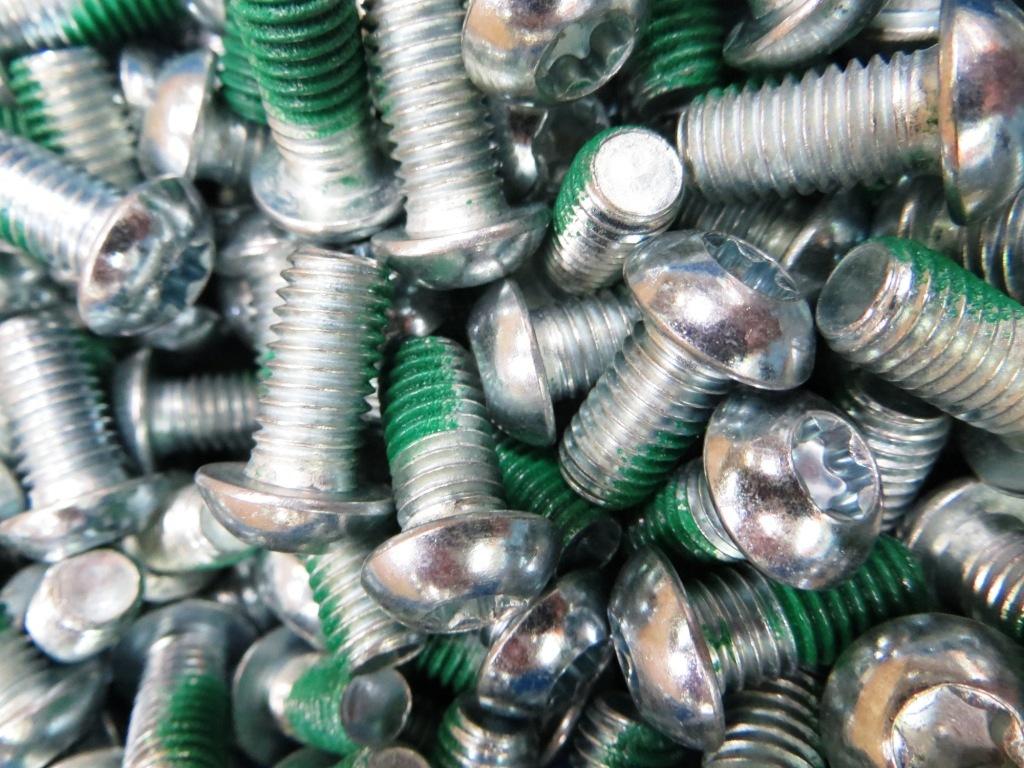 RM-factory-screws