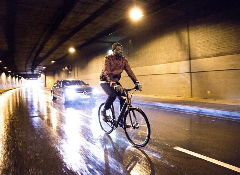 2Coboc-ONE-Brooklyn-Lifestyle_riding-in-rain-767x561