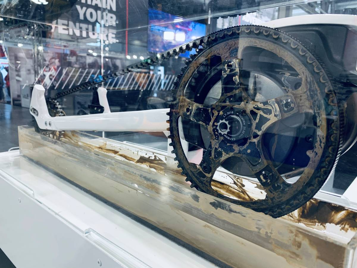 This display of a belt continuously rotating through a mud bath shows the debris shedding ability of Gates Carbon Drive
